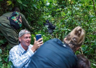 Ein Selfie mit dem Silberrücken der Bweza-Familie