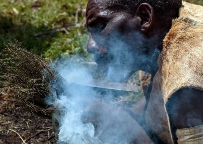 Die Batwa erklären Ihnen, wie man ohne moderne Technik überleben kann