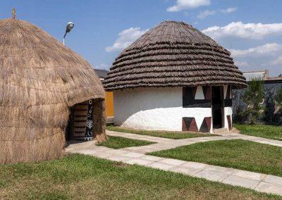 Traditionelle Hütten im Eriijukiro Museum